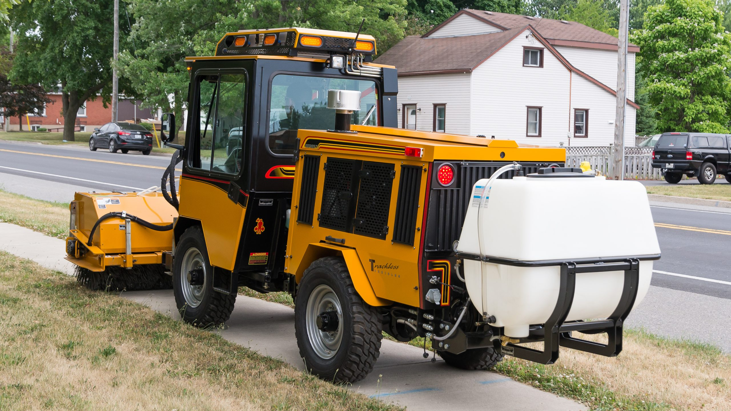 trackless vehicles water tank spraying system with power angle sweeper spray bar option